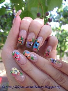 Life, passion and beauty: Nail Art: Flori frumoase, colorate
