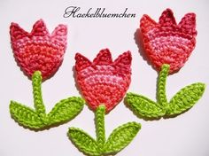 Aplique de Tolipas em Crochê - / Apply in Tulips of Crochet - Crochet Bunting, Crochet Motif, Crochet Designs, Crochet Flowers, Crochet Stitches, Crochet Hooks, Knit Crochet, Crochet Patterns, Ribon Flowers