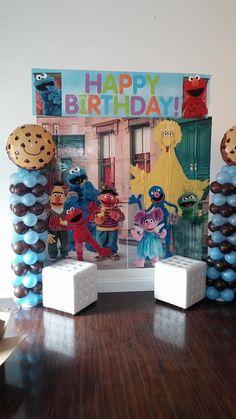 Cookie Monster balloon columns
