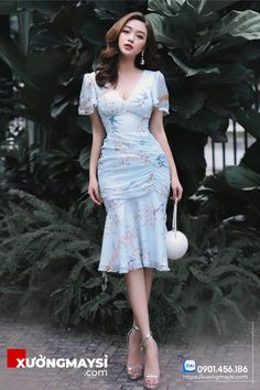 Simple Dresses, Elegant Dresses, Dresses For Work, Summer Dresses, Classy Work Outfits, Classy Dress, Frock Fashion, Fashion Dresses, Grad Dresses