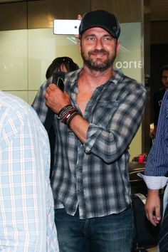 Gerard Butler arrives in São Paulo to record commercial car brand