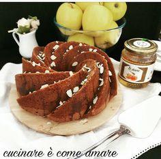 Bundt Cake con miele, mandorle e mele... una sorta di ciambella americana semplicissima da realizzare, profumatissimo, buonissimo e sofficissimo.