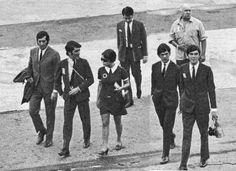 1968 - Elis acompanhada dos músicos do Bossa Jazz Trio, retornando de Paris.