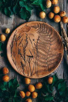 Pottery Plates, Glazes For Pottery, Ceramic Pottery, Pottery Art, Ceramic Decor, Ceramic Clay, Ceramic Plates, Pottery Painting, Ceramic Painting