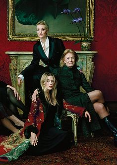 Cate Blanchett, Vanessa Redgrave and Kate Winslet photographed by Annie Leibovitz for Vanity Fair in Group Picture Poses, Family Portrait Poses, Family Picture Outfits, Group Poses, Group Shots, Group Pictures, Family Posing, Picture Ideas, Family Photos