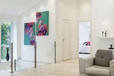 Una casa sencilla en el exterior y gran diseño de interiores