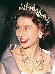 Imagini pentru Elisabeta a II-a