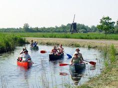 Wanneer u van varen houdt zit u in Overijssel goed. In de kop van Overijssel ligt het waterstreekdorp Giethoorn, ook wel 'Hollands Venetië' genoemd. Giethoorn is een gezellig Overijssels dorpje met vele grachten, typische bruggetjes, mooie boerderijtjes en vervenershuisjes. Stap samen met uw gezin, familie of vrienden in één van de kano's en kano samen dit waterrijke gebied door. http://www.heerlijkehuisjes.nl/nl/vakantiehuizen-overijssel