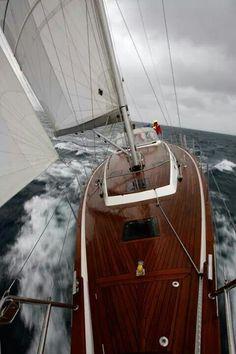 Voilier en plein tempete www.boatshop24.com