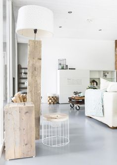 Beautiful #white with #wooden #living #room / zeer mooie #wit met #hout #woonkamer