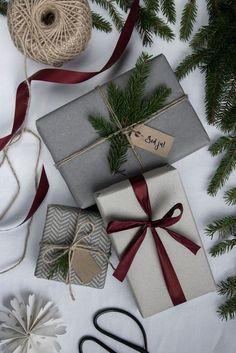 christmas mood Simple gift wrapping using foliage and recycled ribbon Christmas Gift Wrapping, Diy Christmas Gifts, Holiday Gifts, Christmas Decorations, Santa Gifts, Christmas Flatlay, Homemade Christmas, Christmas Mood, All Things Christmas