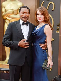The Night's Stunning Couples | FEELING BLUE | With girlfriend Sari Mercer on his arm, Best Actor nominee Chiwetel Ejiofor looks every bit the winner Sunday night.