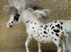 Needle Felted Wild Pony - Blue Eyed Leopard App via Etsy. Fieltro con aguja / needle felt