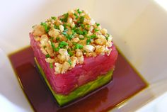 Tuna and avocado salad - Ingredients:  1 tuna fillet (400 gr) - 1 avocado - soy sauce - sesame oil - white pepper - sesame seeds