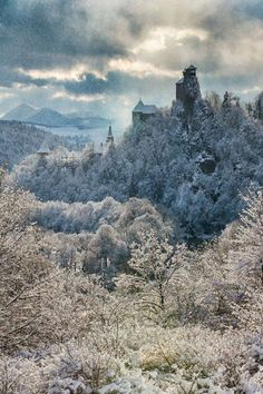Wyrrd - Orava castle by Timi Miroslav Žmijovský - Divino Corvo Royal Crowns, Winter, Monument Valley, Mount Rushmore, Mountains, Nature, Travel, Castles, Pray