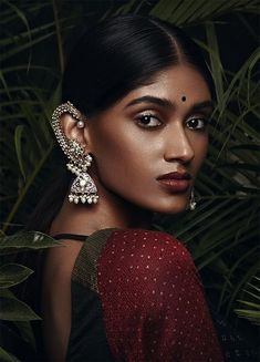 24 ideas for jewerly fashion photoshoot editorial Indian Photoshoot, Saree Photoshoot, Indian Inspired Fashion, Fashion Editorial Nature, Saris, Wedding Makeup Looks, Tier Fotos, Brown Girl, Tips Belleza