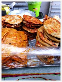 Puesto de tlacoyos, gorditas y quesadillas en el Mercado de la Cruz en #Qro