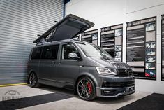The Weaver's VW Caravelle Conversion - New Wave Custom Conversions Vw Transporter Campervan, Vw Transporter Conversions, Vw Conversions, Vw T4, Camper Van Conversion Diy, Volkswagen Bus, T5 Tuning, Vw T5 Caravelle, Vw Crafter