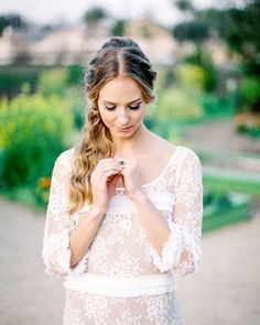 This bohemian wedding dress calls for a loose, twisted look. We'd add baby's breath or small buds for a free-spirited touch. Bridal Hairdo, Hairdo Wedding, Vintage Wedding Hair, Wedding Hairstyles For Long Hair, Bride Hairstyles, Down Hairstyles, Hairdos, Gorgeous Hairstyles, Wedding Veil