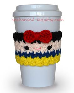 Free Crochet Snow White Coffee Cup Cozy Pattern at The Enchanted Ladybug Crochet Coffee Cozy, Crochet Cozy, Crochet Gifts, Love Crochet, Kids Crochet, Crochet Things, White Coffee Cups, Coffee Cup Cozy, Hot Coffee