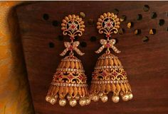 Latest gold jhumkaa designs - Latest Jewellery Design for Women Latest Earrings Design, Gold Earrings Designs, Gold Jewellery Design, Designer Earrings, Necklace Designs, Silver Jewellery Indian, Indian Wedding Jewelry, Bridal Jewelry, Silver Jewelry