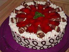 Erdbeerkuchen mit Schmand – Vanillecreme, ein leckeres Rezept aus der Kategorie … Strawberry cake with sour cream – vanilla cream, a delicious recipe from the category cake. Vanilla Cream, Vanilla Cake, Sour Cream Cake, Cream Recipes, Coffee Cake, Eat Cake, Cupcake Cakes, Cake Recipes, Cake Decorating