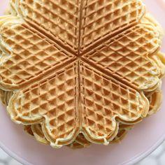 Buttermilk Waffles, Pancakes And Waffles, Norwegian Food, Norwegian Recipes, International Waffle Day, Homemade Raspberry Jam, Breakfast Muffins, Breakfast Ideas, No Bake Cake