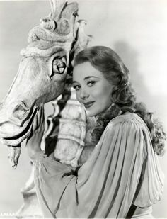 Happy birthday today to Glynis Johns. She turned 96 on Hollywood Star, Golden Age Of Hollywood, Vintage Hollywood, Hollywood Glamour, Classic Hollywood, Barbara Bel Geddes, Glynis Johns, Happy Birthday Today, Famous Women