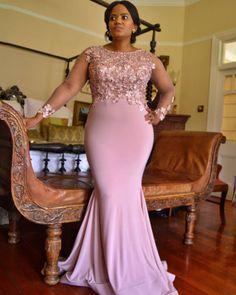 Nomfundo fulfilling her matron-of-honor duties  #slindileshozigetsmarried