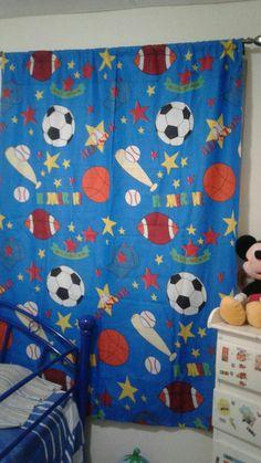 Martha carolina siva confecciono cortina para niño