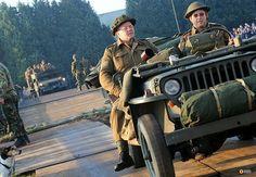 Engelse veteranen van de Tweede Wereldoorlog hebben woensdag 17 september een herbouwde baileybrug in Son en Breugel geopend: brabantn.ws/H0f