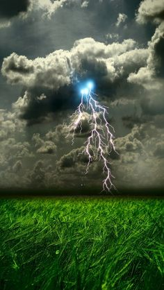 Clouds, lightning and weather ✯ Amazing / stunning nature photography All Nature, Science And Nature, Amazing Nature, Beautiful Sky, Beautiful World, Gorgeous Gorgeous, Beautiful Things, Ciel Nocturne, Wild Weather