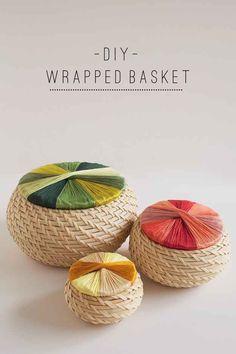 Envuelve las tapas de unos cestos Fryken con hilo de bordar para darles un poco de sabor.