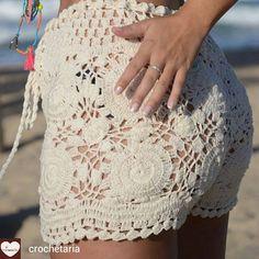Crochet Shorts, Diy Crochet, Crochet Clothes, Crochet Bikini, Lace Shorts, Crochet Dresses, Shorts E Blusas, Short Tejidos, Crochet Stitches