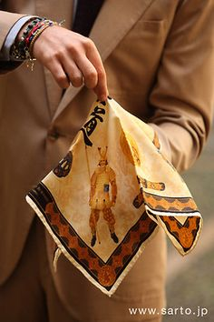 HOW TO: fold a  handkerchief