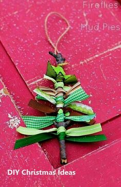 Homemade Christmas ornaments may sound unprofessional and, well, home made. But if you're interested in making your own Christmas ornaments, … Handmade Christmas Decorations, Christmas Ornaments To Make, Christmas Crafts For Kids, Christmas Projects, Simple Christmas, Holiday Crafts, Christmas Gifts, Kids Crafts, Homemade Christmas