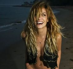 Anna Vissi Adventure Novels, Glamour Beauty, Some Girls, Anna, Cool Pictures, Beautiful People, Celebs, Long Hair Styles, Karaoke