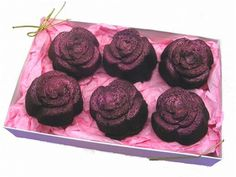 Adorable and original. 6 rose shaped fudgy brownies, dusted in either red, pink, yellow or gold to bring out details. Pink shown.Gift boxed with gift card. A gift for anyone! Valentines Day Chocolates, Valentine Chocolate, Valentine Treats, Chocolate Stores, Chocolate Gifts, Best Chocolate, Mother's Day Gifts Online, Chocolate San Valentin, Chocolate Delivery
