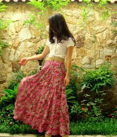 Love long maxi skirts with a belt! Perfect for hot weather, easy and fashionable! #fashion #style #color