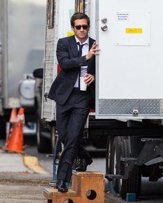 Jake Gyllenhaal is sexy on set