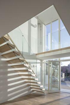 Castle Close by Anthro Architecture - MyHouseIdea