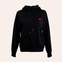 <p>Sort hoodie sweat med rød kontrast logo på brystet fra vores basic kollektion, Flag by Résumé.</p> <p>100% bomuld.</p>