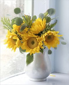 Vase of Sunshine,not easy to make a nice sunflower bouquet,but I love them