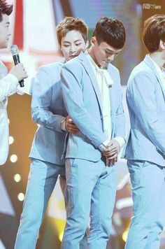 i dont know whats happening in this picture but im excited, XiuChen Chanbaek, Exo Ot12, Kaisoo, Chanyeol, Kyungsoo, Exo Chen, Exo Exo, Kpop Couples, Cute Couples