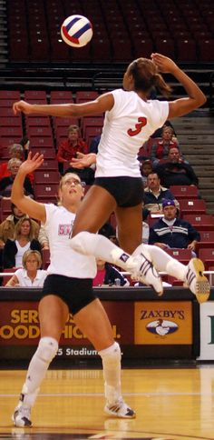Middle Hitter right there!! Not all players can HIT the MIDDLE! Volleyball   http://theincreaseverticaljump.com/learn-more