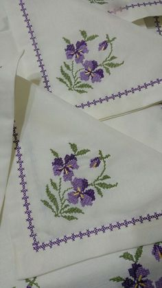 This Pin was discovered by Seh Tiny Cross Stitch, Simple Cross Stitch, Cross Stitch Borders, Cross Stitch Flowers, Cross Stitch Designs, Cross Stitching, Cross Stitch Patterns, Loom Patterns, Hand Embroidery Tutorial