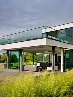 Contemporary Country #House On The Banks Of The River Thames