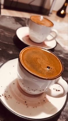 Discover recipes, home ideas, style inspiration and other ideas to try. Coffee Wine, Coffee Art, Coffee Drinks, Café Chocolate, Coffee Photos, Coffee Pictures, Snap Food, Food Snapchat, Coffee And Books