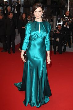2015 Cannes Film Festival - Youth Premiere - May 2015 - Rachel Weisz wore a Prada gown with Chaumet jewels. Pink Satin Dress, Satin Dresses, Nice Dresses, Awesome Dresses, Fabulous Dresses, Beautiful Dresses, Cannes Film Festival 2015, Cannes 2015, Oscar Dresses