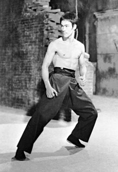 """Bruce Lee fighting scene from """"Return of the Dragon """""""